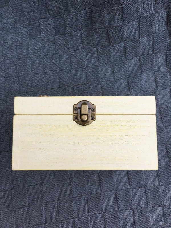 Clasp on Shabby Chic Box