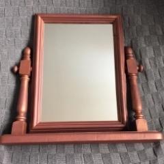 Swiveling Mirror
